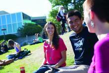 VIU Students enjoying some sunshine.